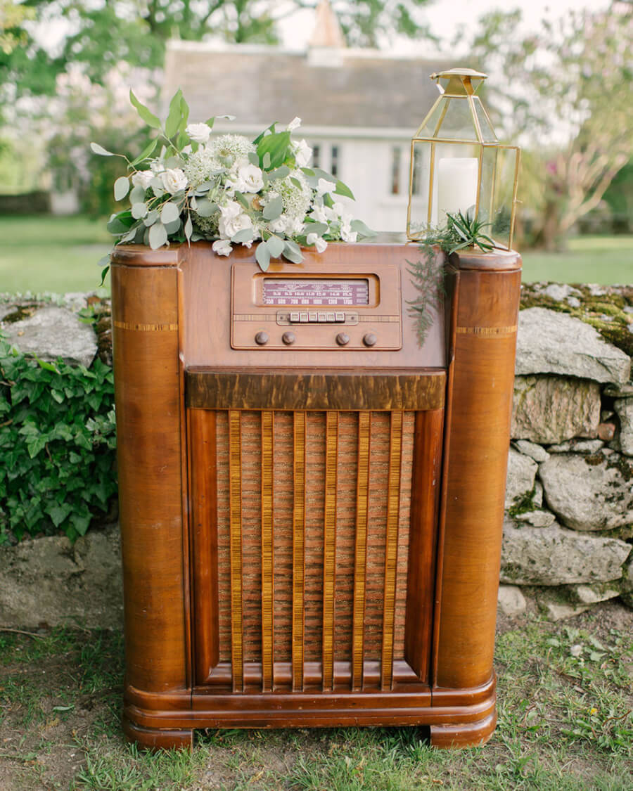 Antique Floor Radio | Uniquely Chic Vintage Rentals