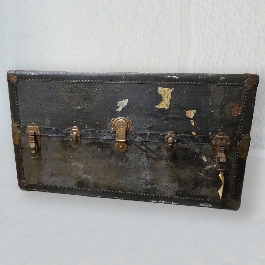 Antique Steamer Trunk | Uniquely Chic Vintage Rentals