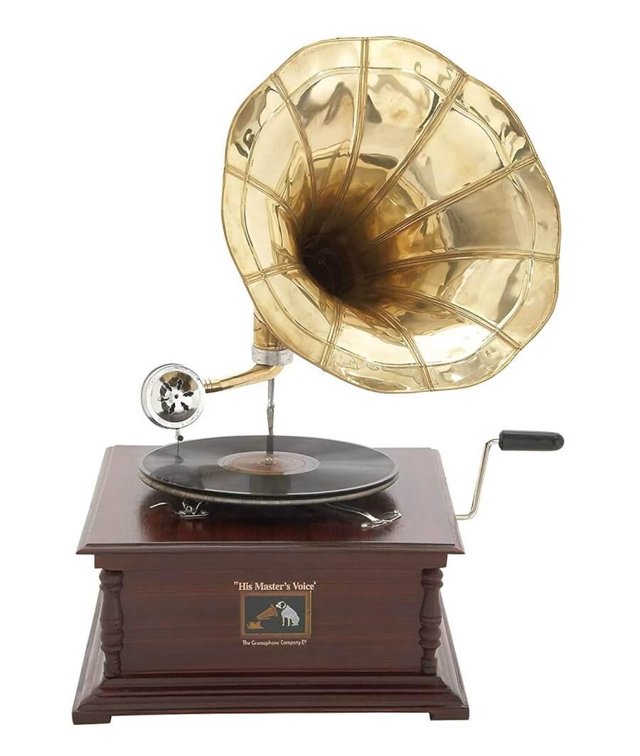 Antique Gramophone | Uniquely Chic Vintage Rentals